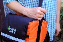 Com alça removível, para ser usado como bolsa